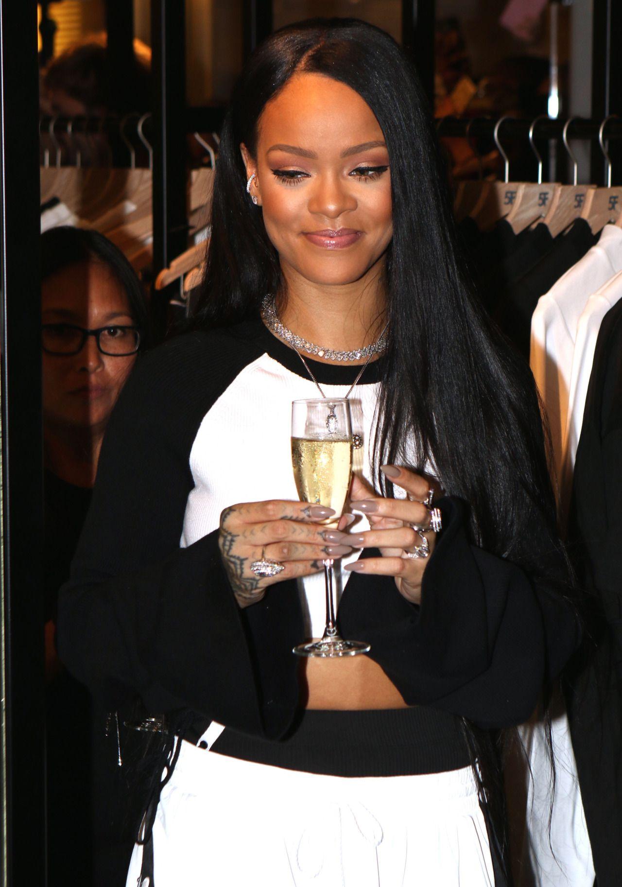 Pin by NaShira Mzkutt Whitlock on dress code 2017 ... |Dope Rihanna Haircuts