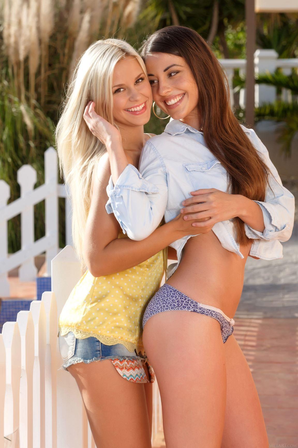 Happiness Girls In Love Cute Girls Teen Babes Lesbian Love Girlfriends