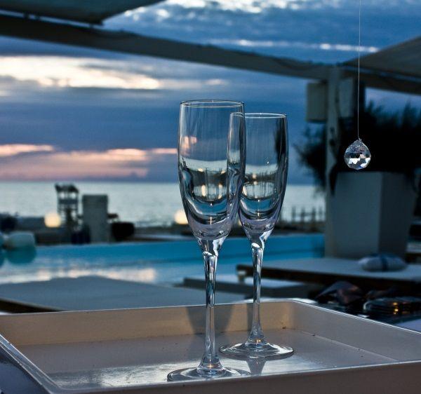 Matrimonio Spiaggia Brindisi : Matrimonio in riva al mare il brindisi degli sposi matrimoni in