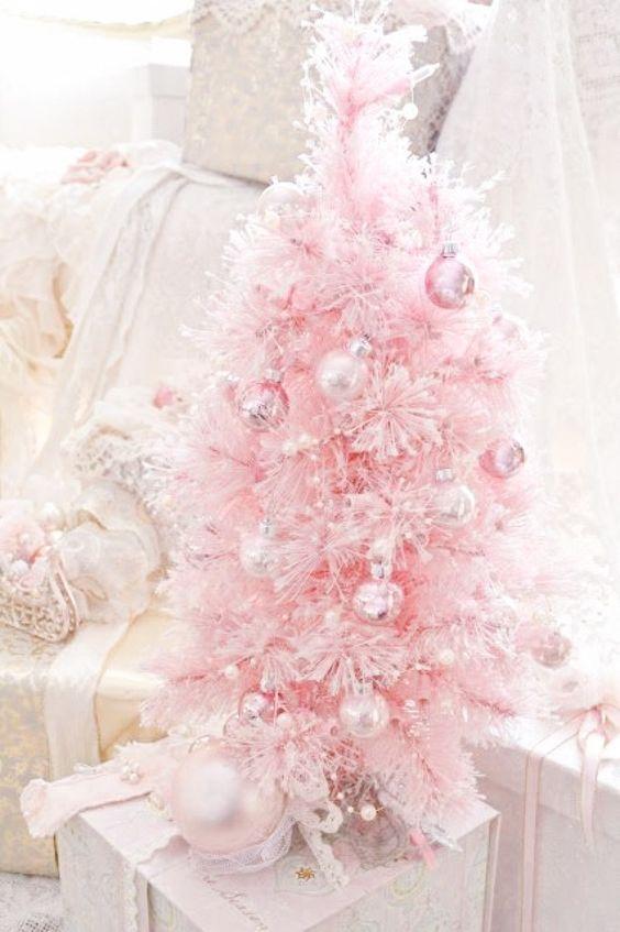 Rboles de navidad en color rosa muy original for Accesorios para decorar en navidad