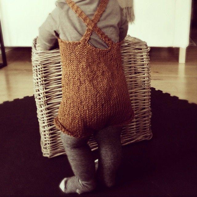 Instagram media seileraasen - #babyknit #babyclothes #homemade #norecipe #retro #romper #knitstagram @sandnesgarn