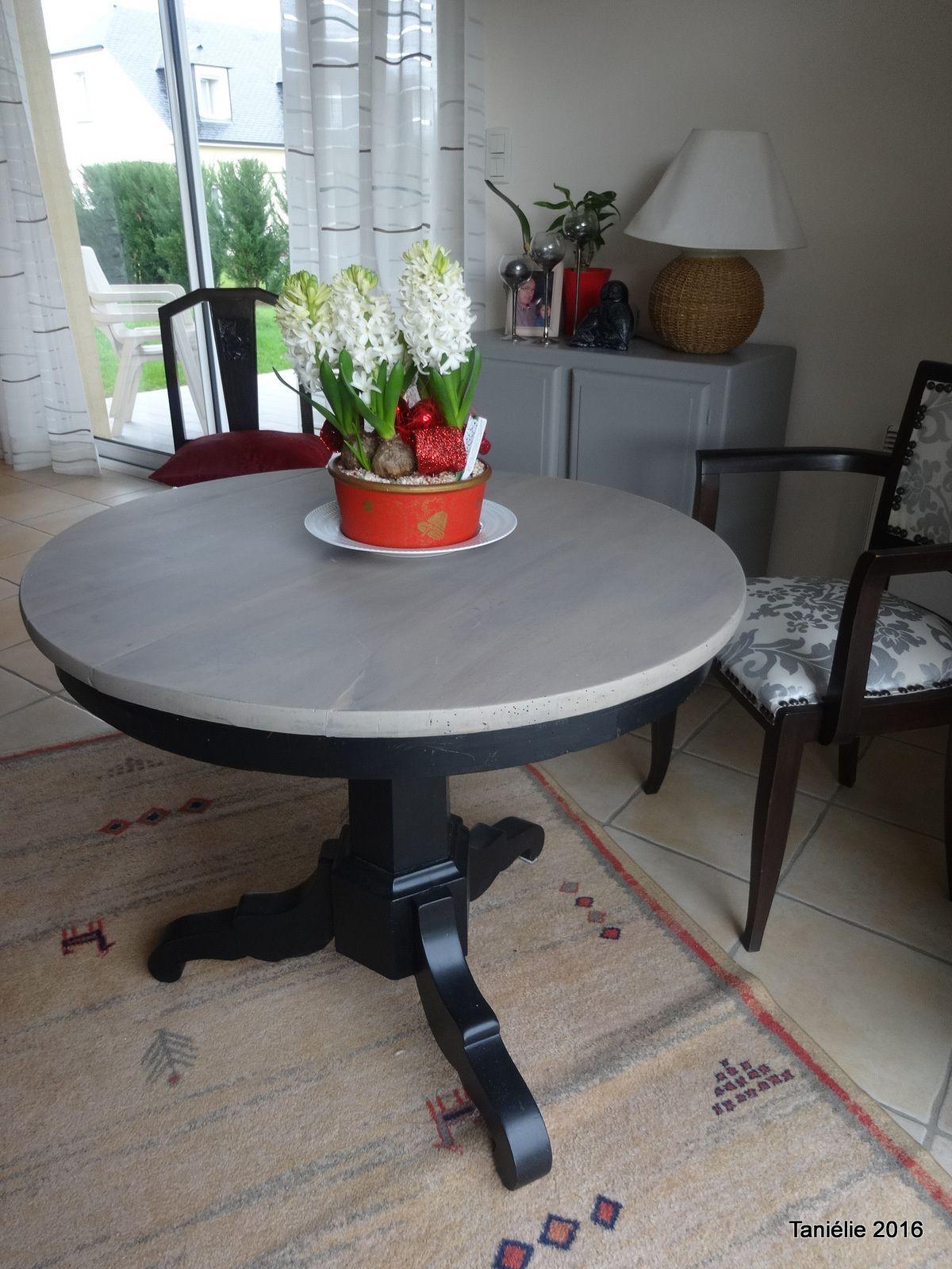 La Vieille Table Ronde Relookee Avec Un Peu De Fil Vieilles Tables Relooking De Mobilier Idees De Meubles