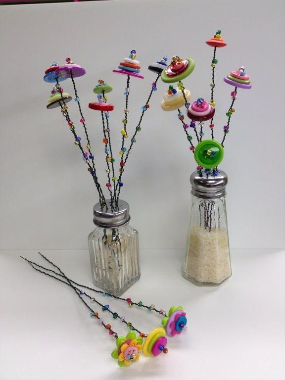 Button Blumen mit Favorite Findings Big Value Buttons und Glasperlen erstellt. #hjemmelavedegaver