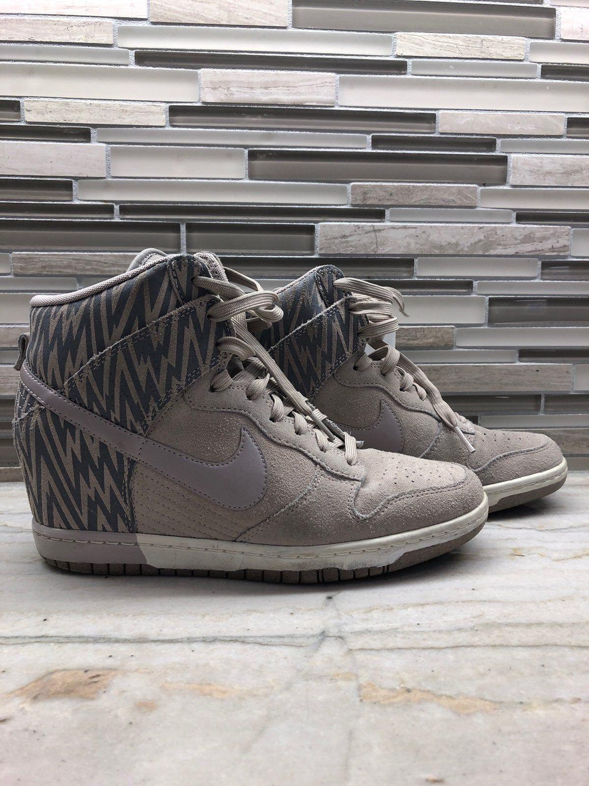 Nike wedge sneaker in size 9