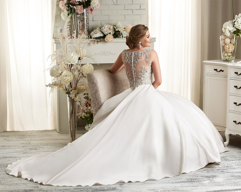 Beautiful wedding dress from The Designer Bridal Room One day