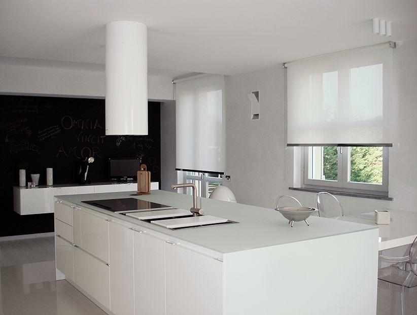 Tende In Cucina Moderna.Ambientazione Moderna Con Tende A Rullo Tende Tende A