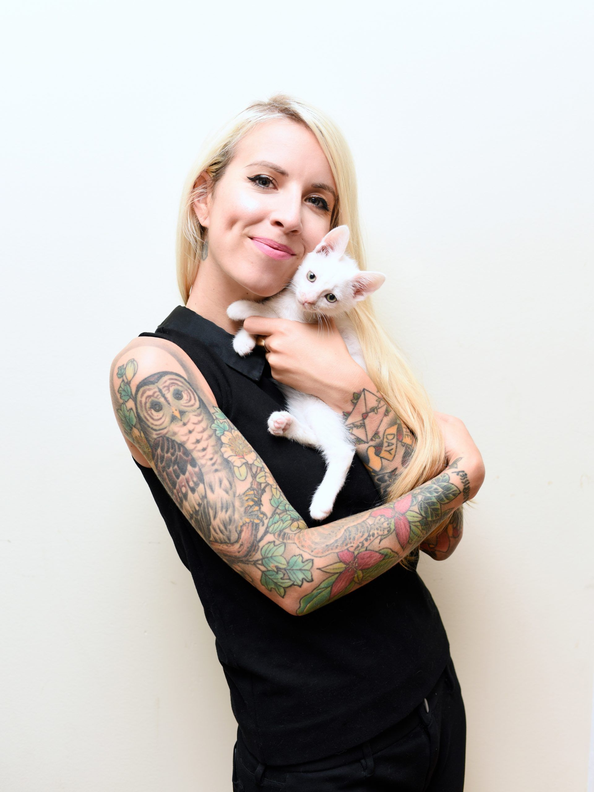 Kitten Lady Hannah Shaw Tiny But Mighty Her Guide To In 2020 Kitten Care Kitten Newborn Kittens
