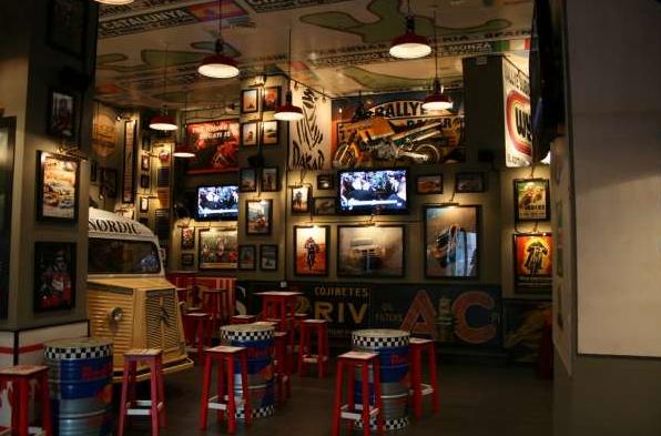 Bar rock decoracion buscar con google tienda - Decoracion de pub ...