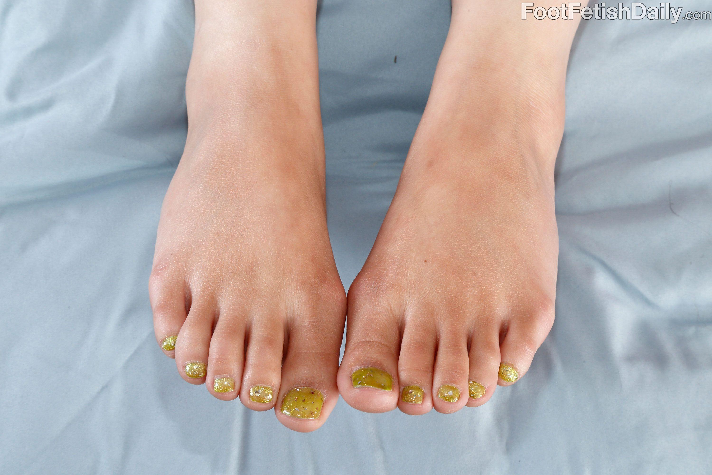 Nadia ali feet