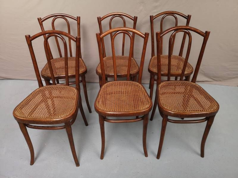 Serie De Six Chaises Thonet Chez Helen Antiquites Thonet Chaises Vintage Chairs Chaise Vintage Deco Annee 70 Chaises Thonet