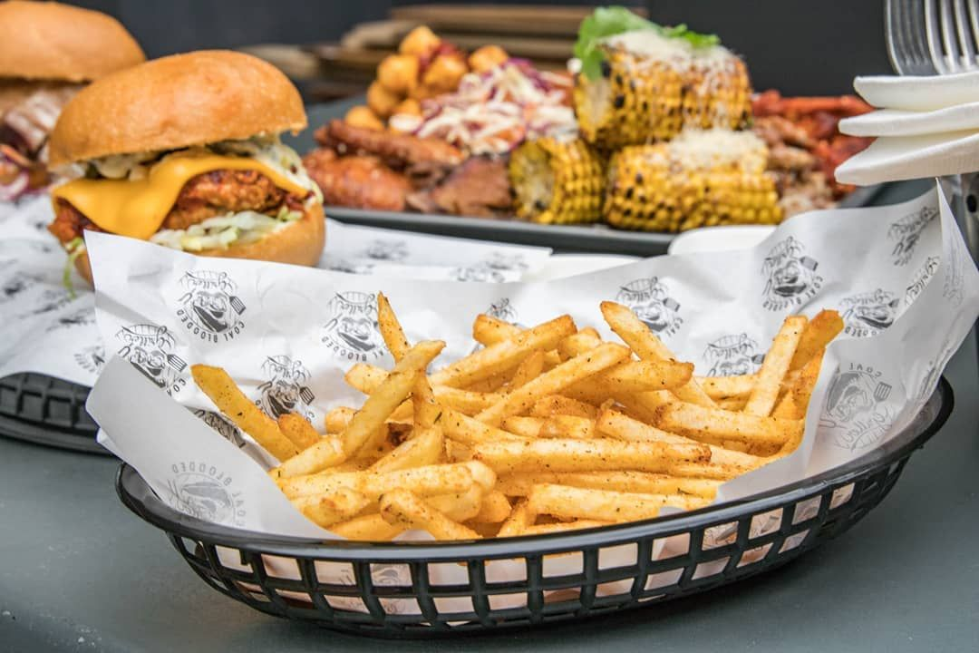After work snacks, our fries have a signature blend of BBQ flaves & you can dip them in our smoked peach ranch or BBQ sauces, $5 Melbourne tins will keep you hydrated 🍺 - - -