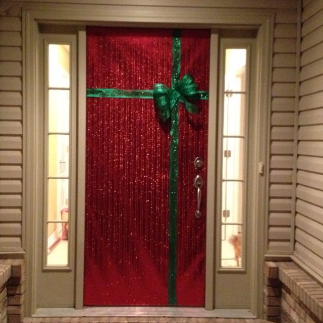 Gift Wrapped Door Easy Christmas Decorations Diy Christmas Decorations Easy Christmas Door Decorations