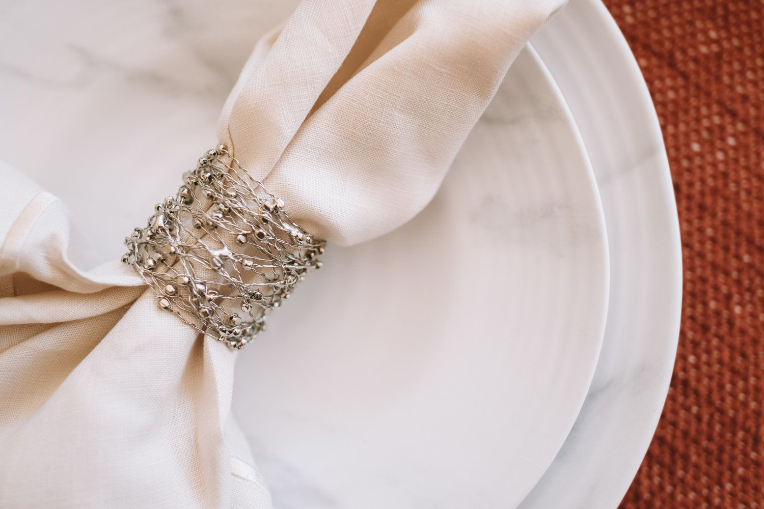 Classy + Simple Thanksgiving Dining Tablescape and Decor ...