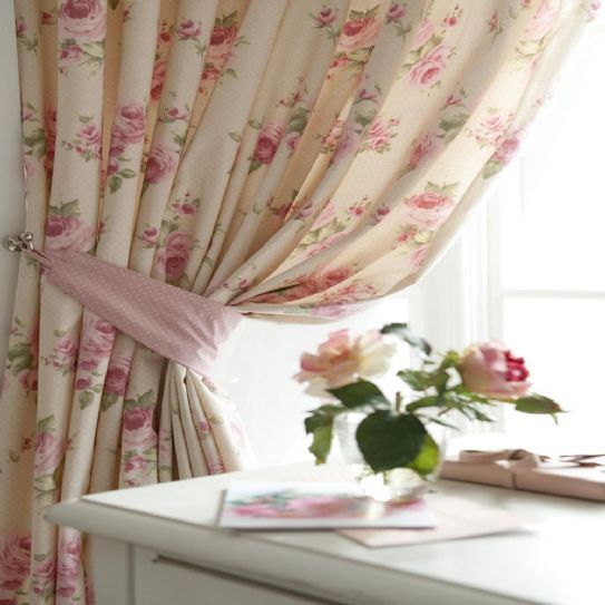 Arredo casa stile shabby chic tenda con rose dell for Arredo casa shabby chic