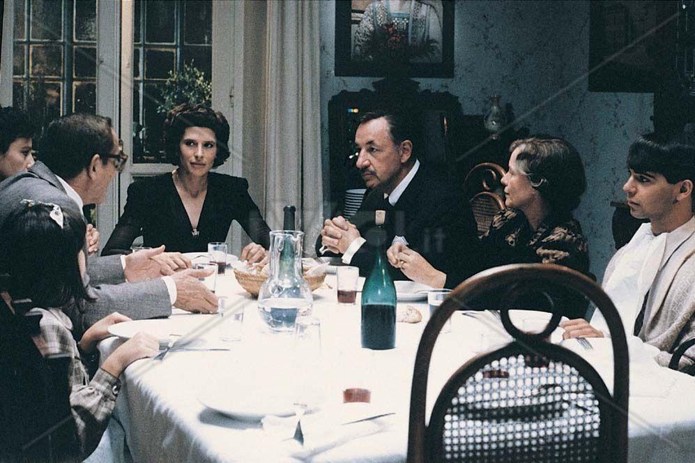 Film classici stasera sulle tv gratuite: LA FAMIGLIA di Ettore ...