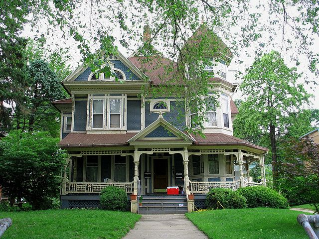 Pin By Sharon Channell On All Things Victorian Victorian Homes Toledo Architecture