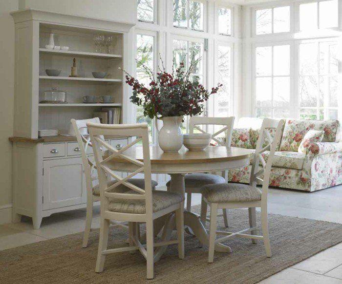esszimmer landhausstil runder esstisch farbiges sofa Esszimmer - esszimmer landhausstil