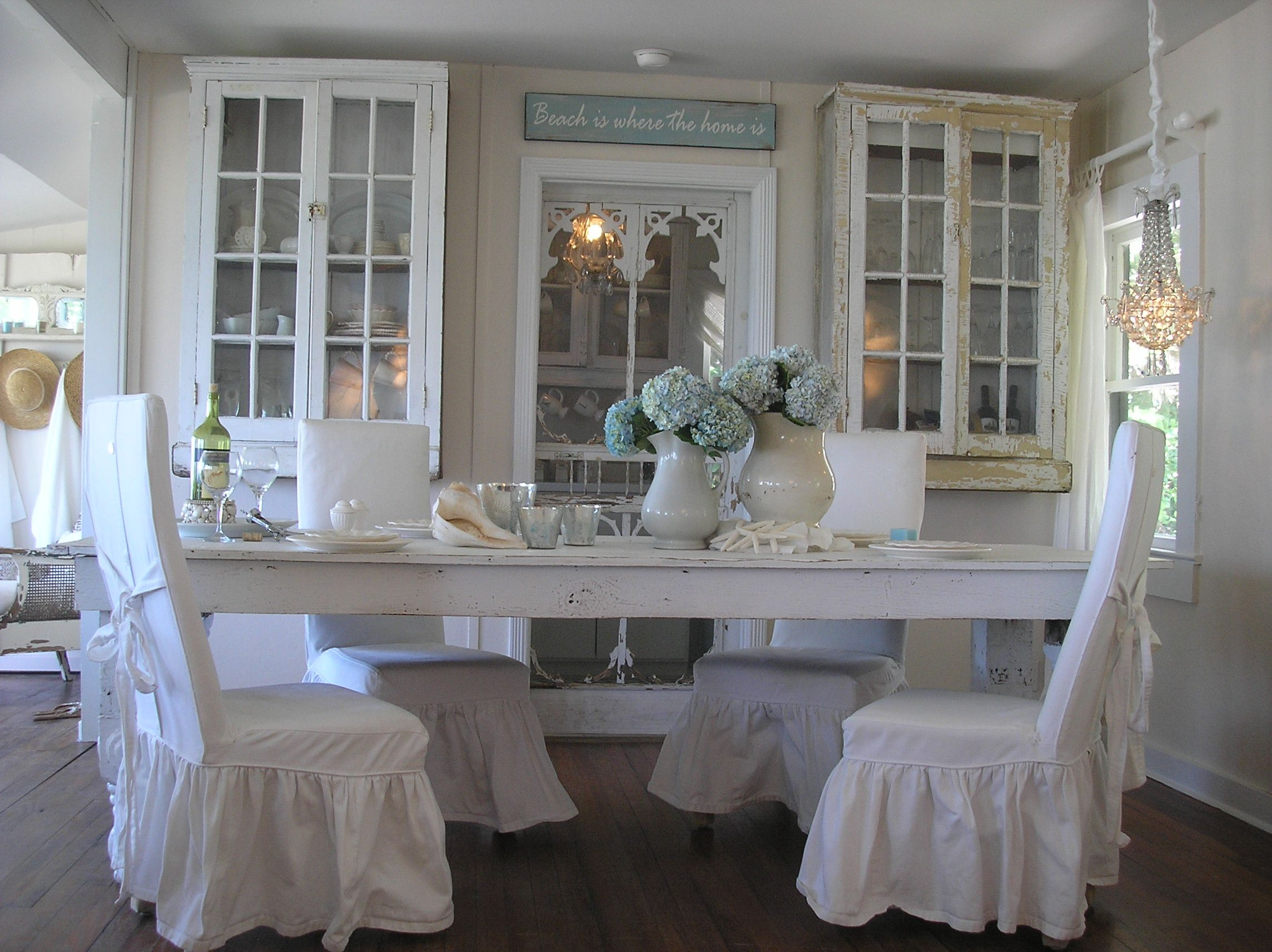Love my dining room... I love her dining room too. Maybe I ...