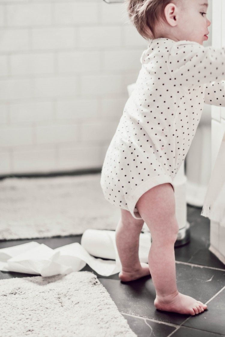 How To Keep Your Bathroom Stink Free Without Toxic Chemicals Use A Drop Of Essential Oil On The Inner Tube Of The Toilet Paper Roll