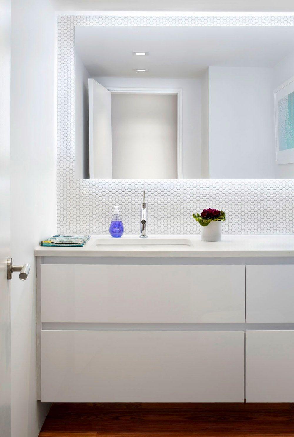 Светлый интерьер ванной комнаты, фото