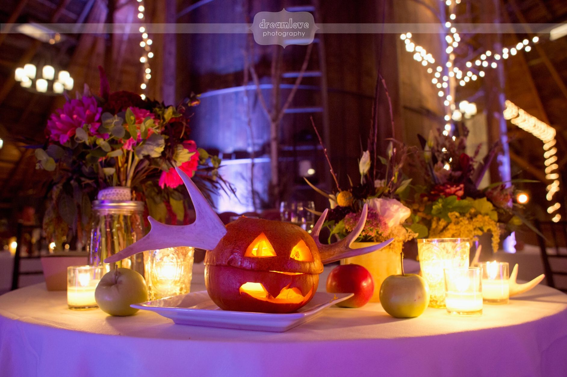 Decoration images for wedding  Love this Halloween style table decoration from a wedding at the