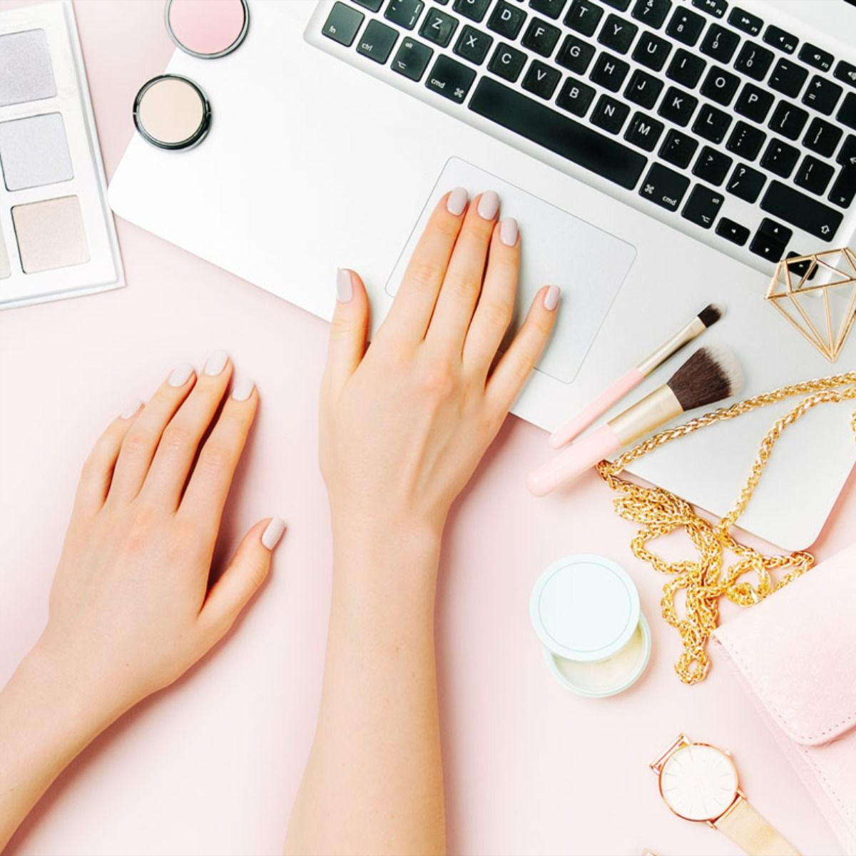 From the humorous, these are the beauty blogs that every beauty lover needs to be following! #beautyblogger #beautyblogs #makeupblogger #skincareblogger #makeup #beautywithhollie
