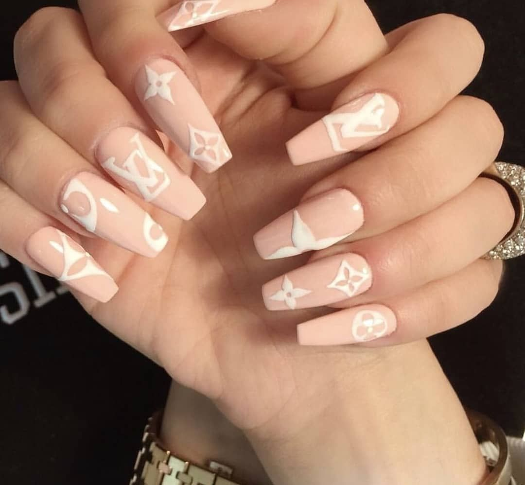 Nails Nailart Nailpolish Nailsonfleek Nailstyle Designer Lv Louisvuitton Lvnails Pretty Acrylicnails In 2020 Luxury Nails Summer Acrylic Nails Spring Nails