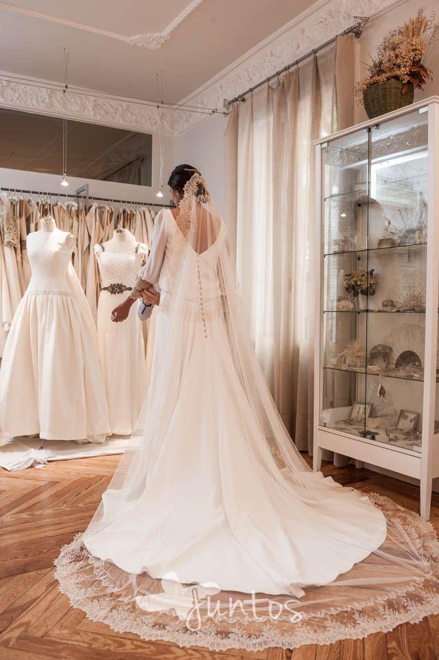 Última prueba del vestido de novia - fotografia de boda atelier