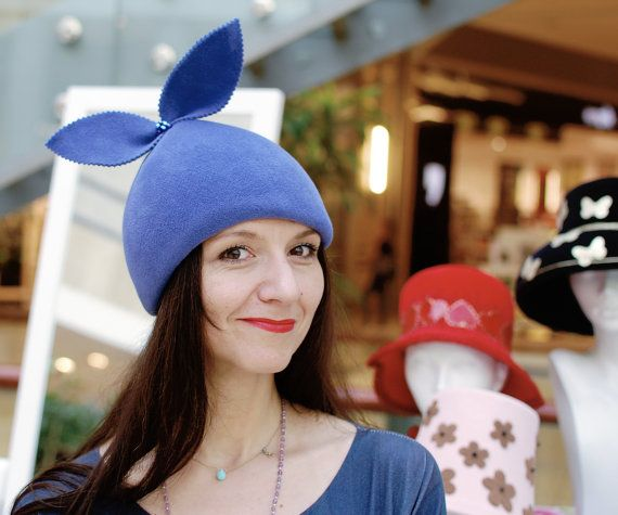 He encontrado este interesante anuncio de Etsy en https://www.etsy.com/es/listing/248835737/violet-blue-pagoda-hat-pixie-beret-fur