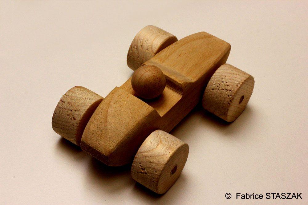 Wood toy tace car. Hand made. Voiture de course en bois. #WoodToy #WoodCar #VoitureEnBois #Jouet