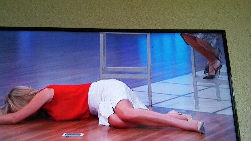 Red blouse. White skirt and nude pumps...doctor show 9.15
