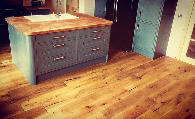 Our Engineered 20 6mm X 190mm Brushed Handscrapped Lomond Oak Fitted For One Of Our Customers In Edinburgh Thewoo Hardwood Floors Wood Floors Best Flooring