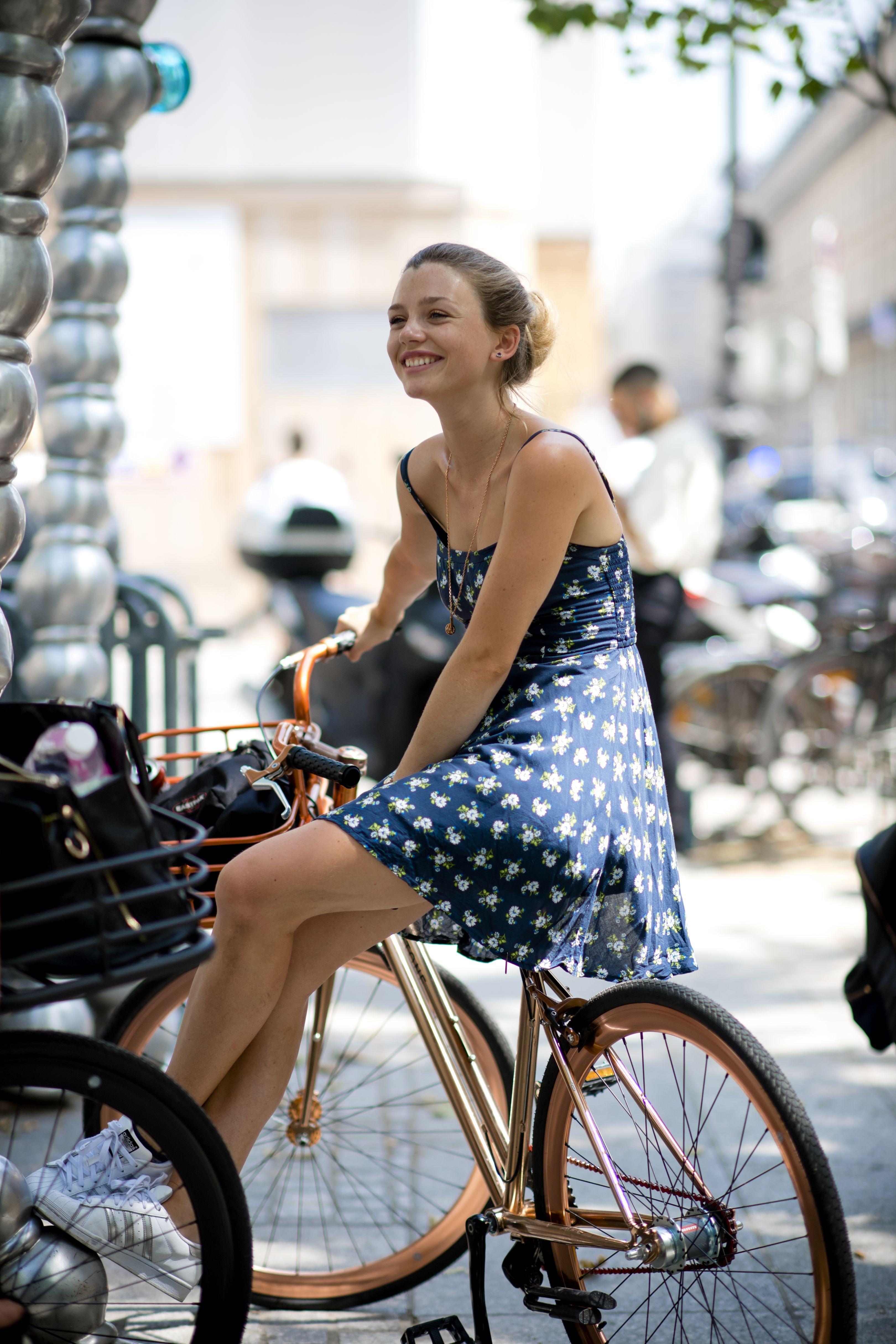 Street Style Cool Women At Paris Men S Fashion Week Ss18