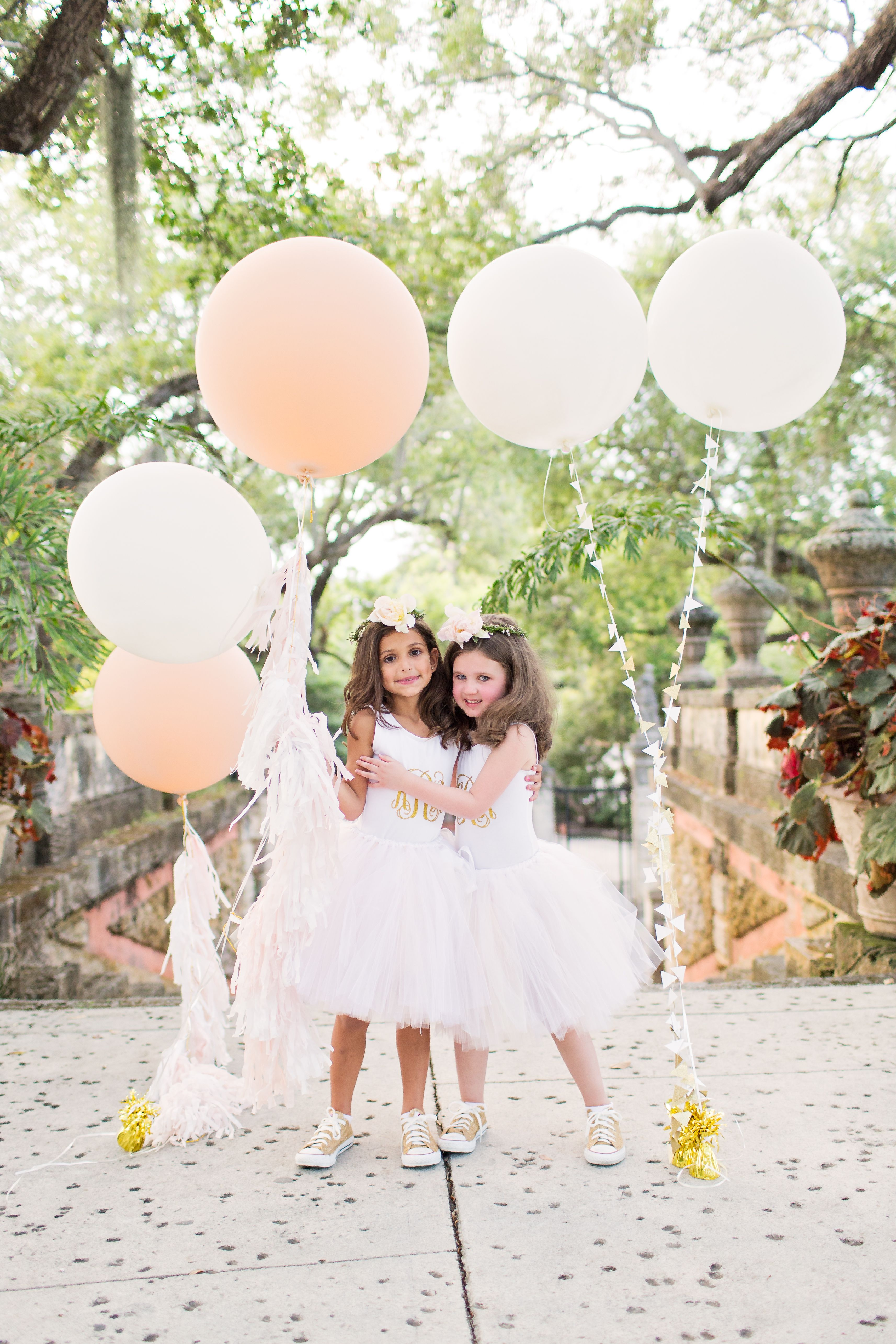 Gold and White Flower-Girl Converse Shoes | mi boda | Pinterest