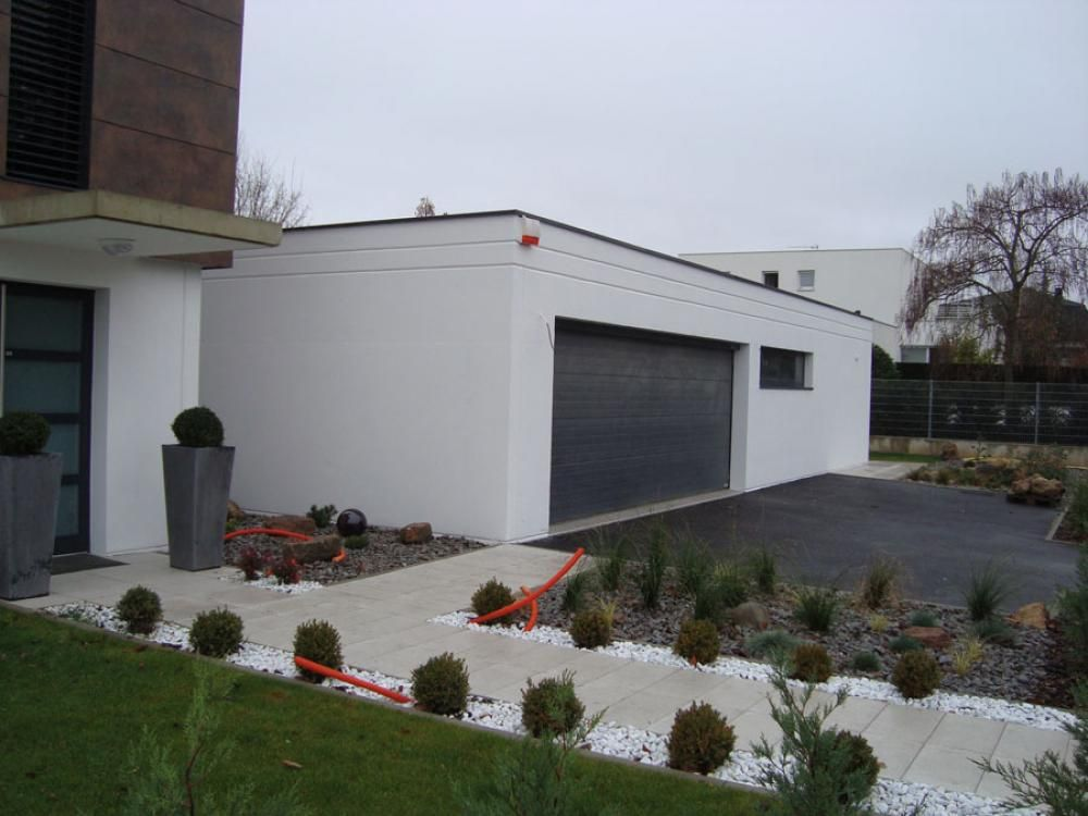 Amenagement entree de maison exterieur portail for Amenagement jardin entree maison