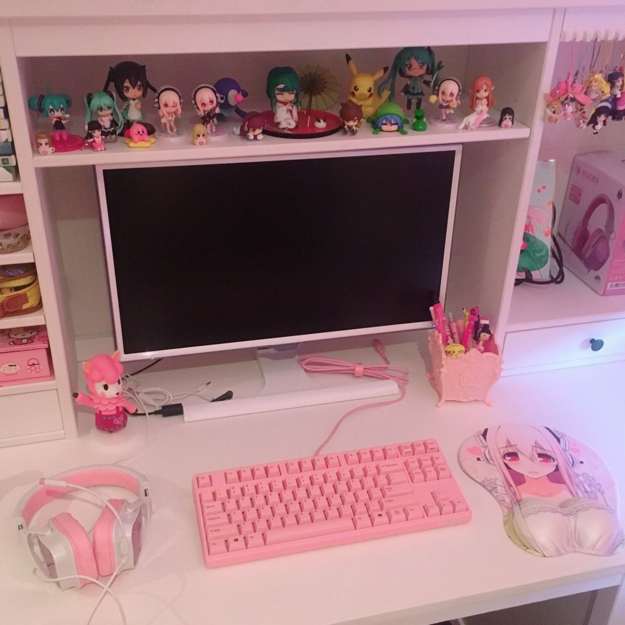 Gaming setup so far! 🌸 Mouse and pc case yet to come