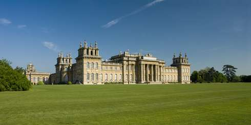 Travel just ten miles from #VanbrughHouseHotel to see #BlenheimPalace, an 18th century home of the Dukes of Marlborough. Waddesdon Manor, a 19 th century mansion, and Kelmscott Manor, formerly home of painter William Morris, are 25 miles away. Other then the beautiful attractions near by, treat yourself royally not spending a heavy amount from your pocket. So wait no more and book your stay now! http://bit.ly/1yaFBv4