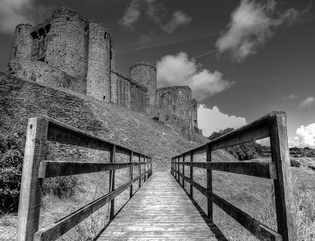 Kidwelly Castle, Carmarthenshire, Wales. B+W | Flickr - Fotosharing!