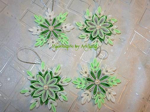Zeleno-bielo-strieborné vločky na stromček.. :)