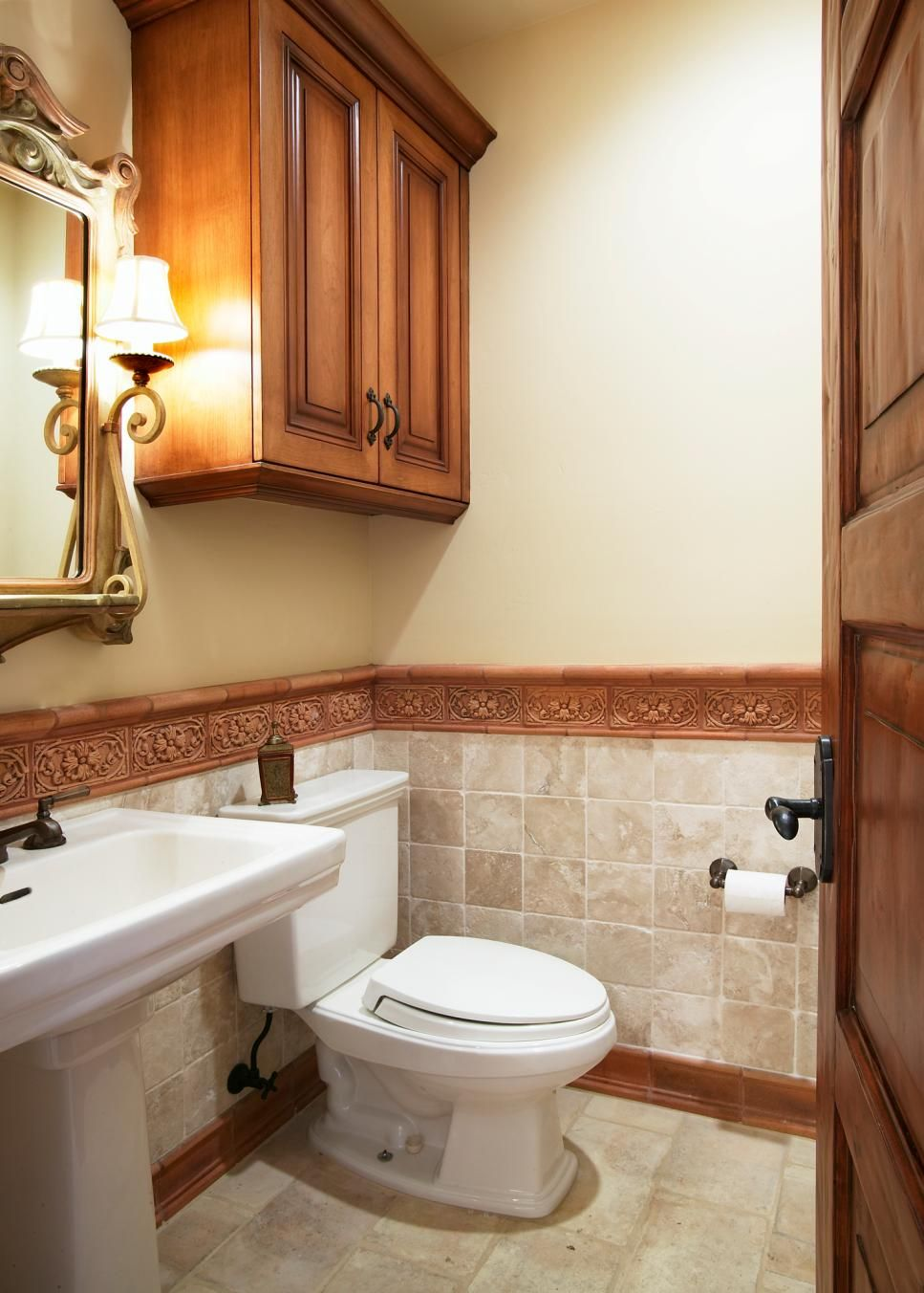 neutral bathroom with decorative textured molding half on wall tile id=12543