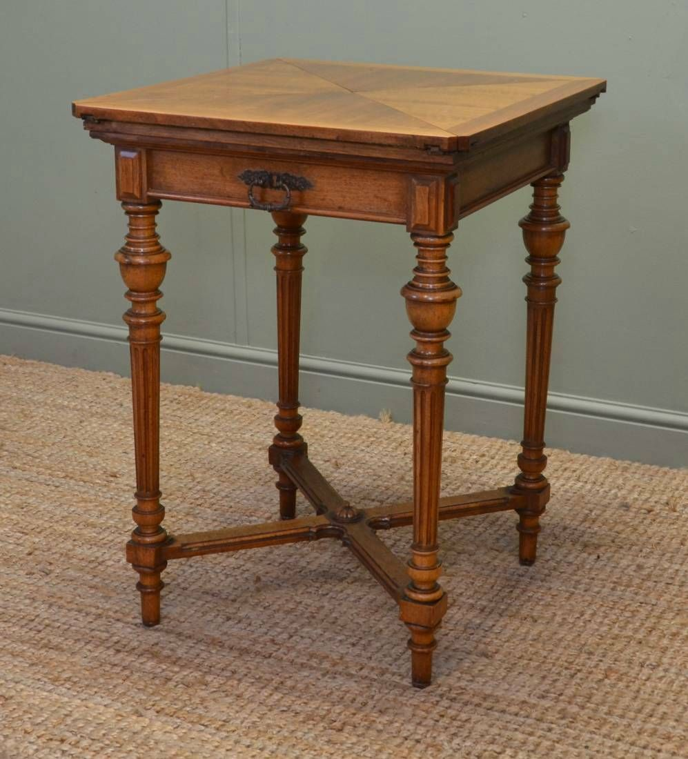 Charmant Side Table With Turned Legs And X Brace