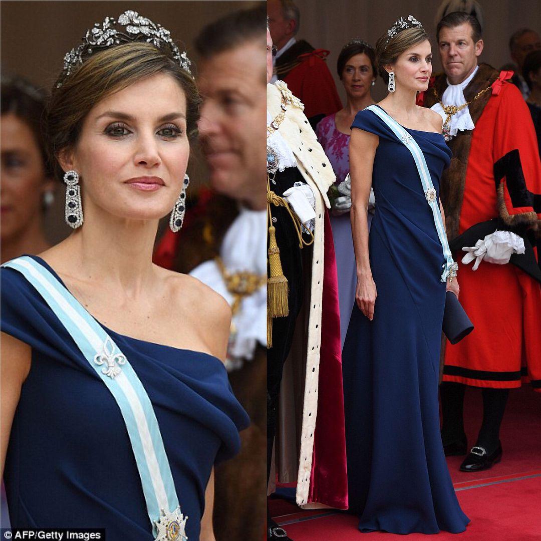Pin de Syeda Shah en Royal dresses (con imágenes) Reina