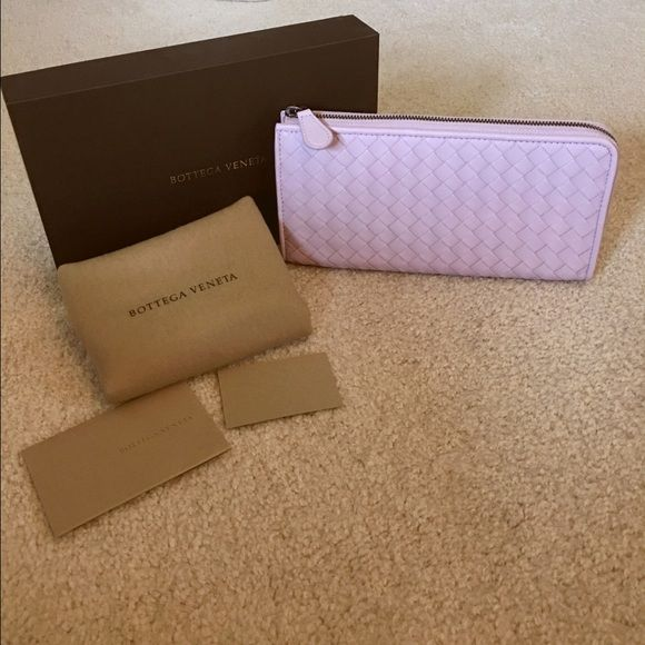 Brand New Bottega Veneta Wallet   Lavender 100% authentic! Comes with  original box 802b535e031ac