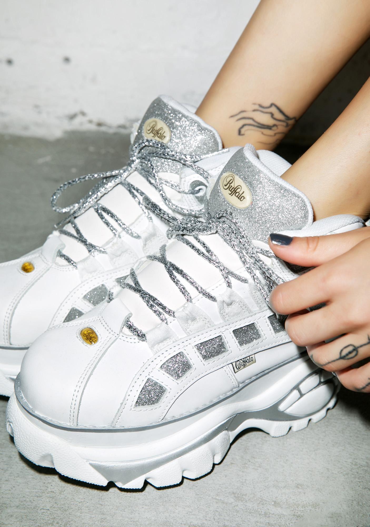 hot sale online 37c86 c9610 Bildresultat för buffalo white shoes   Outfits   White shoes ...