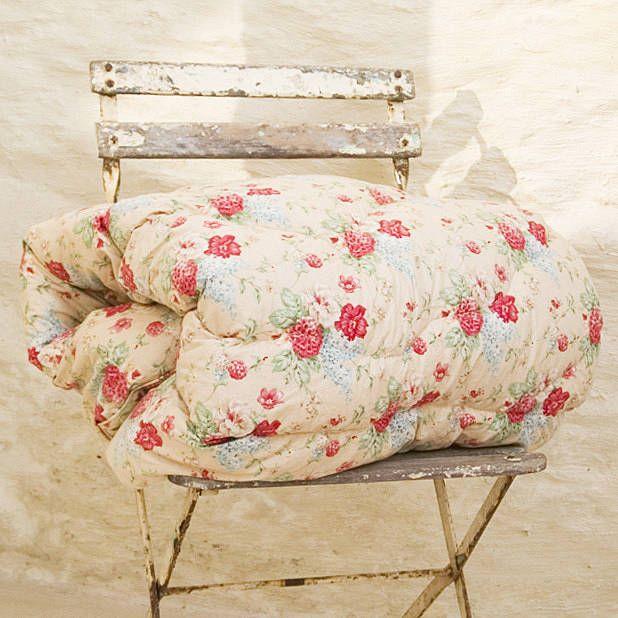 Vintage Floral Eiderdown Quilt | Vintage floral, Vintage patterns ... : old fashioned quilted eiderdowns - Adamdwight.com