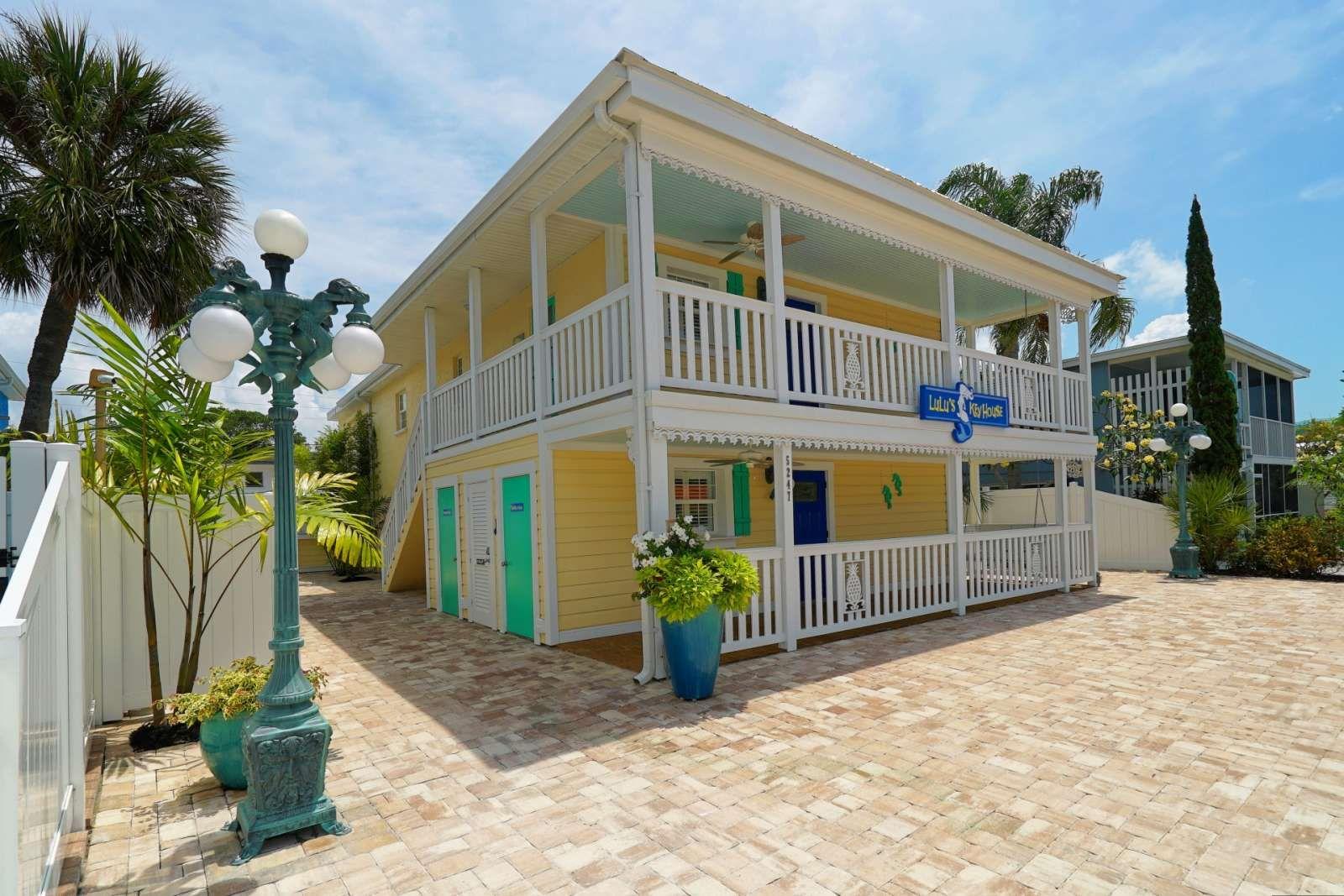 Siesta Key Vacation Rental Lulu S Key House In Siesta Key Village Pool Walk To B Florida Keys Vacation Rentals Vacation Home Rentals Florida Keys Beaches