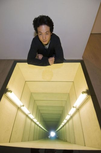 the fascinating world of light artists photo art miroir infini miroir et lumiere. Black Bedroom Furniture Sets. Home Design Ideas