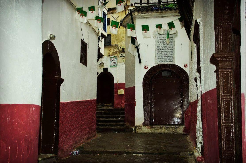 La casbah d 39 alger la porte d 39 entr e de la maison qui am ne l 39 endroit o se cachait ali la - Porte d entree qui ferme mal ...