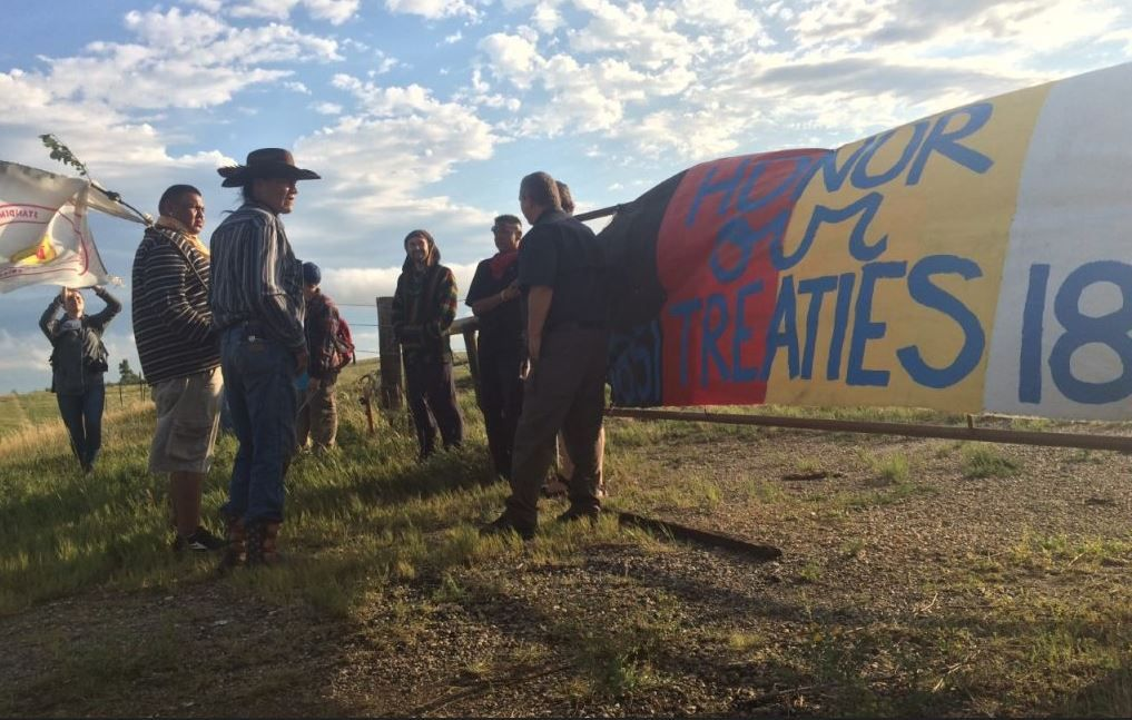 Standing Rock Sioux Tribe Supporters Block Construction Of Dakota Access Pipeline Warriors Standing Standing Rock Sioux Tribe