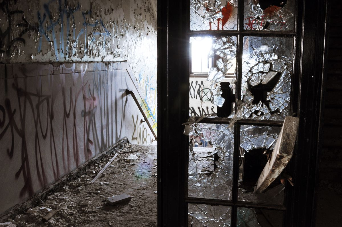 LOOK Haunting Photographs Of Closed And Abandoned Schools